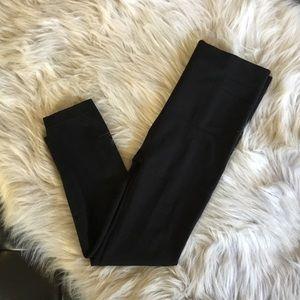 Spanx Red Hot Capri Legging Medium Black NWOT